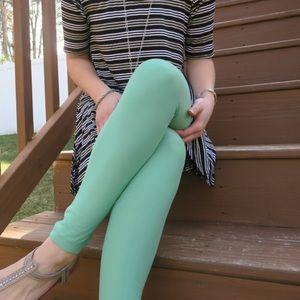 Lularoe Tall and Curvy Green Leggings